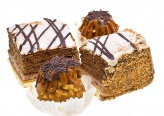 четыре аппетитных пирожных